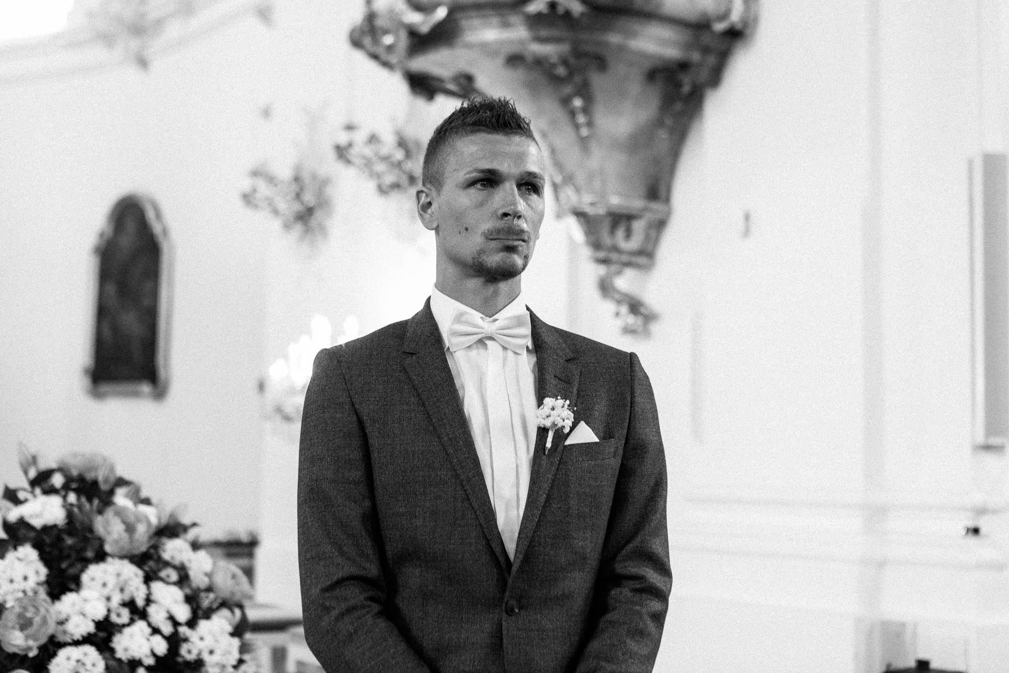 Hochzeit Verena & Mathias, Gut Mergenthau, Kissing - Hochzeitsreportage fotografiert von Yvonne & Rolland Photography